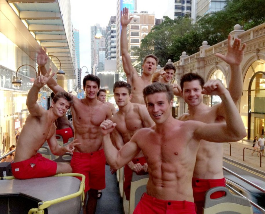 Abercrombie & Fitch出動110男模為香港旗艦店宣傳!Abercrombie & Fitch Unleashed 110 Male Models On Hong Kong