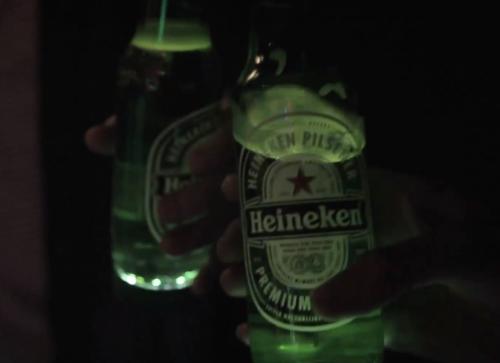 Heineken讓你的夜生活亮起來。