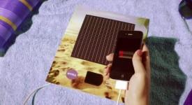 NIVEA推出可以取代手機行動電源的太陽能平面廣告,讓你在沙灘玩樂時不用擔心手機沒電