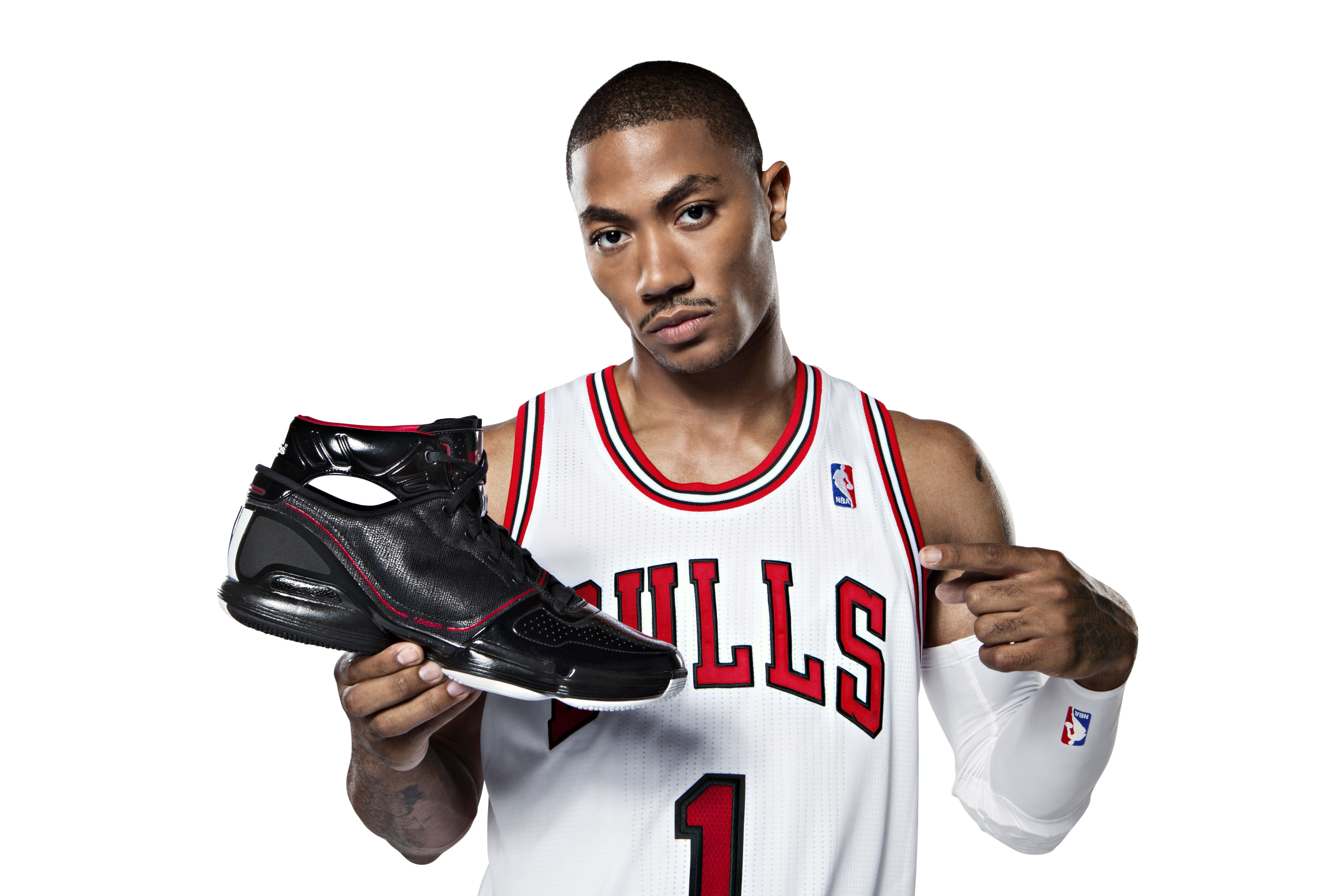想得到愛迪達Adidas羅斯球鞋?只要跳得夠高!