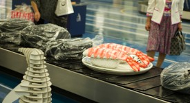 japan-airport-baggage-claim-sushi-sculptures-1