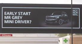 Mini最新廣告看板案例,藉由提升自己的不平凡,讓別人更覺得自己好平凡啊!