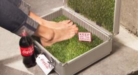 [脫下你腳上的鞋,才能打開你的幸福]-可口可樂透過將公園搬進金融中心幫助人們找回熱情