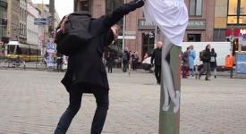 德國柏林街頭竟出現集體掀裙事件!~那些讓人臉紅紅的行銷手法