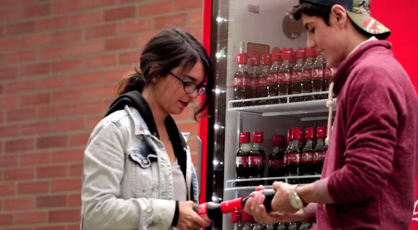 堪稱最令人小鹿亂撞的行銷活動,可口可樂讓開瓶有觸電的感覺