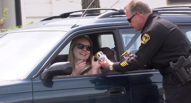 「嗶嗶!警察伯伯請你吃冰淇淋」在YouTube上引起筆戰的冰品廣告