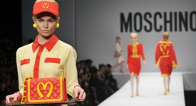 moschino-mcdonalds-fashion-show-600x400