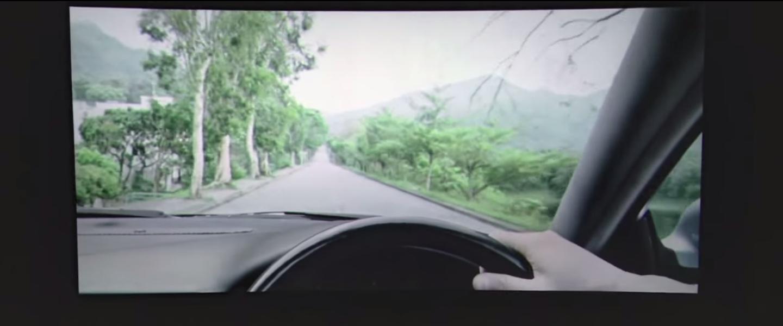 福斯汽車置入電影院的行銷廣告,簡訊響起望向手機的當下,所有人都嚇傻了…