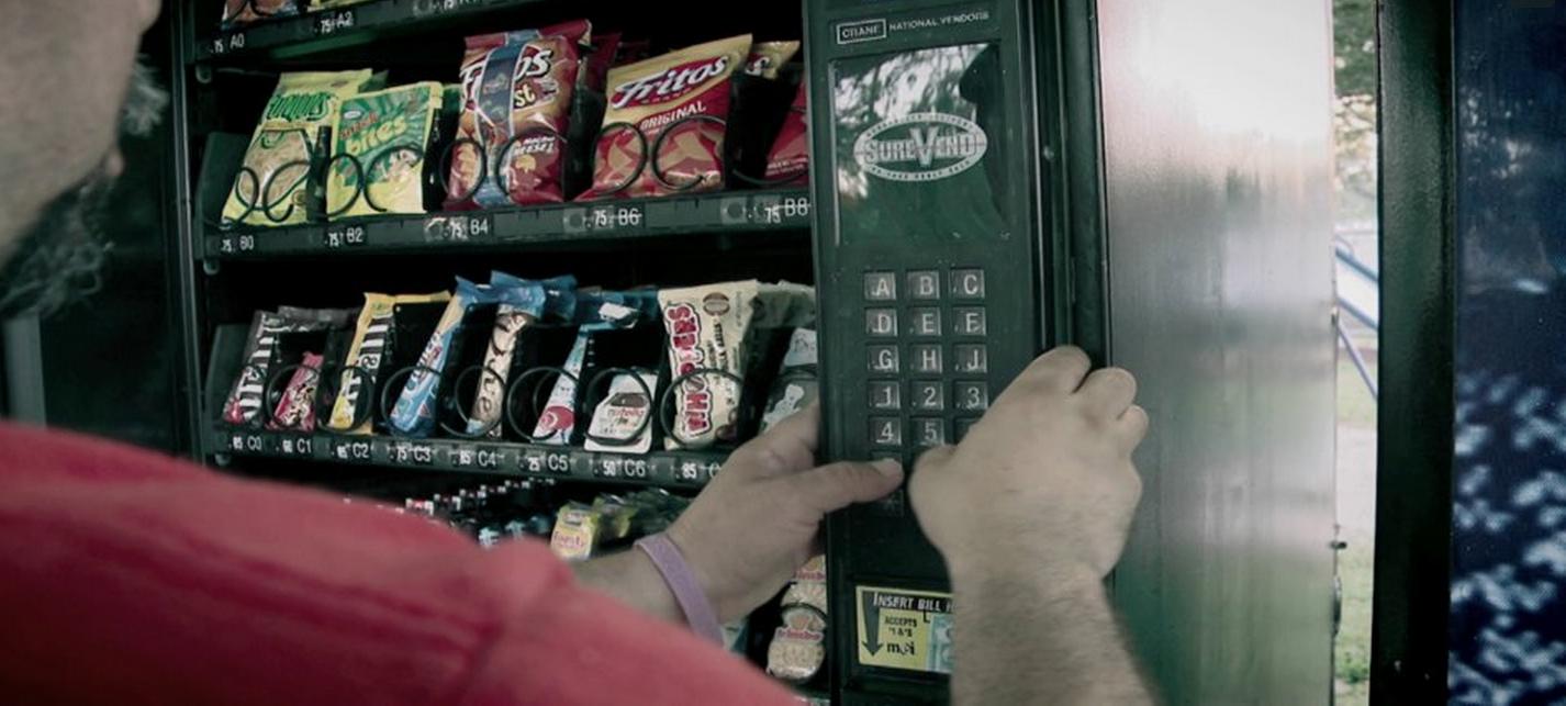 [高露潔創意行銷] 超貼心販賣機~讓你享受甜蜜也兼顧口腔清潔!!