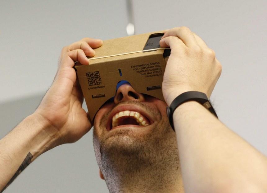 谷歌大神的最新產品-Google's Cardboard,以便宜價格享受高品視覺效果 !