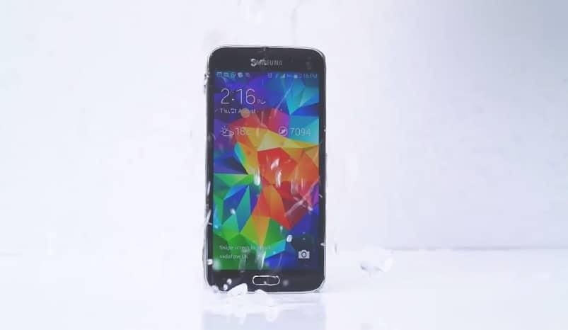 Samsung S5也來參與冰桶挑戰!! 點名iPhone 5s, HTC M8以及Lumia930