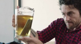 史上拯救無數人的發明出現了!! iPhone 6丟到啤酒中浸泡,  只要用此方法就能無傷無痛無資料消失的恢復!?