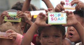 """如何讓非洲小朋友愛上洗手!? Hope Soap在肥皂裡開始""""動手腳""""…"""
