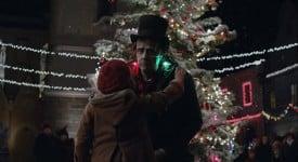 【聖誕季】蘋果新廣告裡,孤獨的「科學怪人」是這樣過聖誕節的
