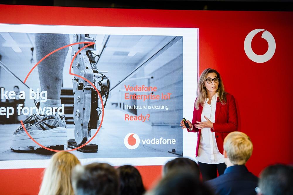 世界最大移動通訊公司 沃達豐(Vodafone)啟用新LOGO